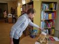 Pasvalio vaikų literatūros skyriuje aktyvi skaitytoja renkasi viktorinos knygas