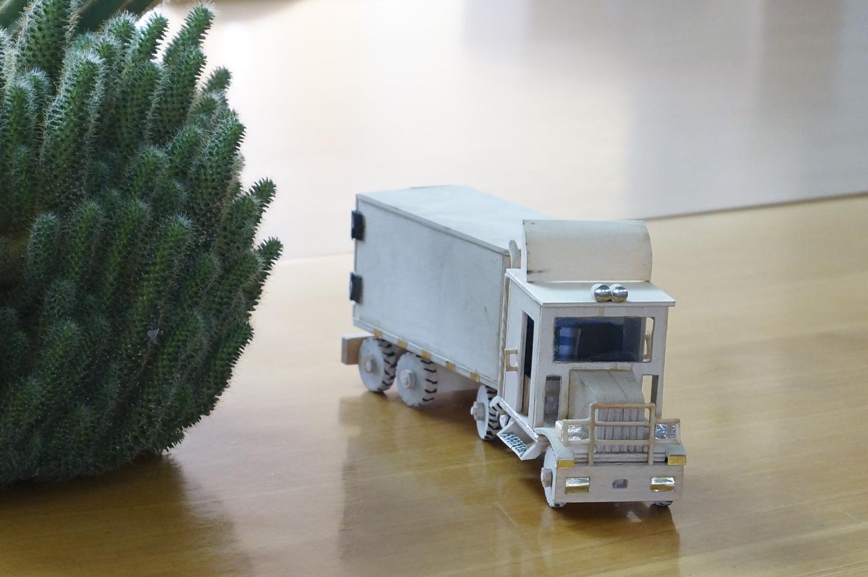 Rankų darbo mašinėlės kvepiančios medžiu
