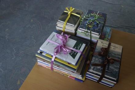 Knygų kalnas Panevėžio autobusų stotyje